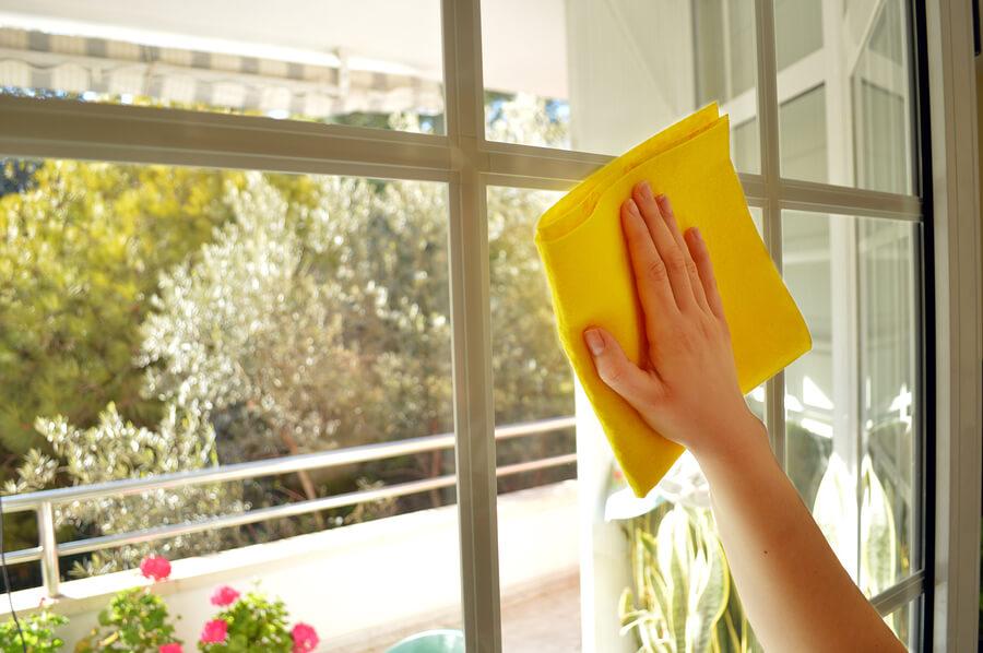 Storstädning och fönsterputsning